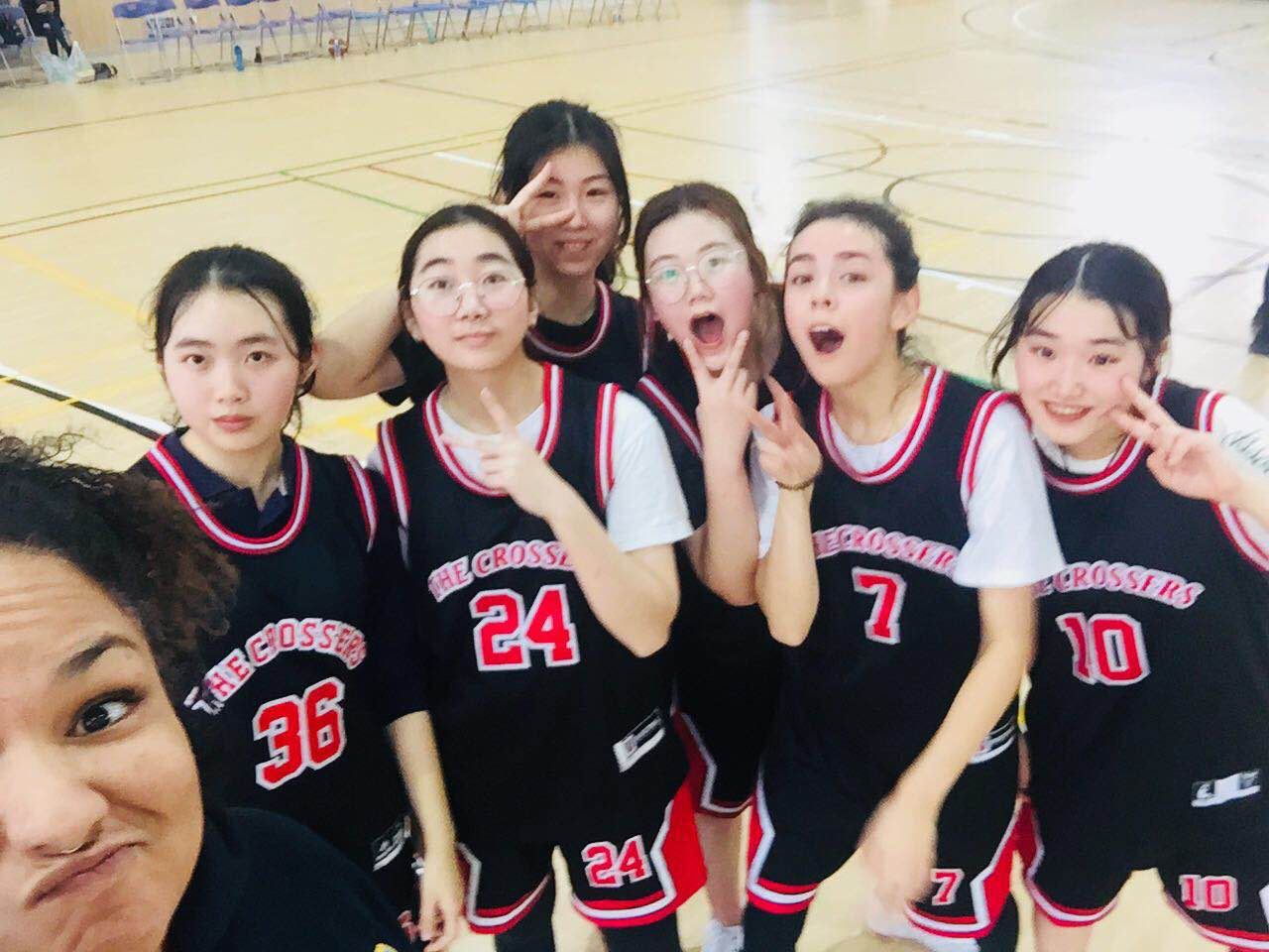 女子篮球队 Girls' Basketball Team